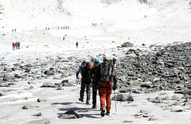 huit repr 233 sentants d ong vont gravir le mont blanc magazine rando trekking