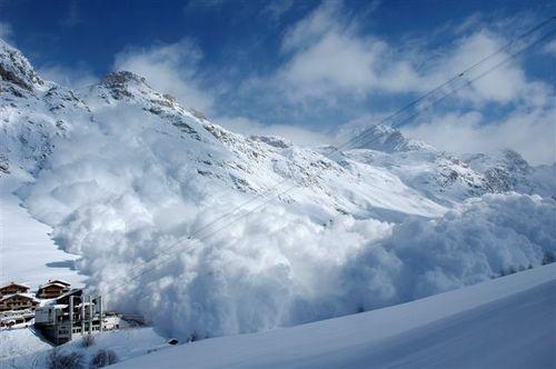 mont-blanc-avalanche