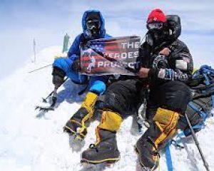 Il escalade le mont Everest avec une seule jambe