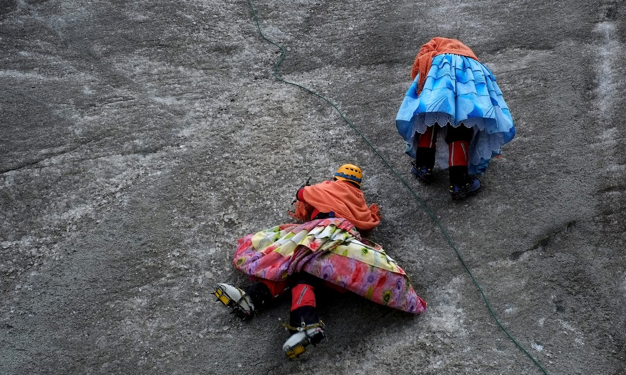 Femmes autochtones alpinistes en Bolivie