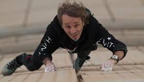 Le Spiderman français escalade la Tour Total